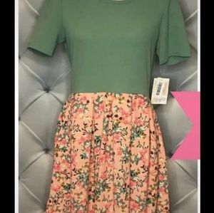 NWT Large Green and Floral Print Amelia